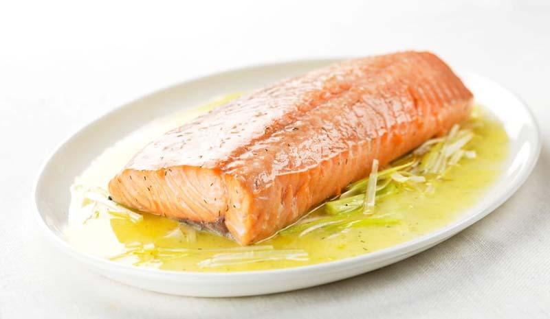 salmón a la mantequilla